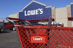 Greenville - Circa April 2018: Het Huisverbetering van Lowe Pakhuis Lowe stelt kleinhandels het huisverbetering toestel in werkin royalty-vrije stock foto