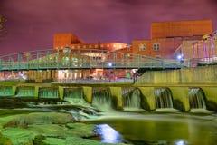 Greenville South Carolina próximo cai caminhada do rio do parque no nigth Foto de Stock Royalty Free