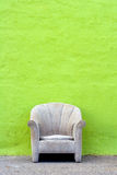 Greenwall_chair Lizenzfreie Stockbilder