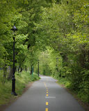 Greenway de fietsweg van NYC door Fort Washington Park op donker Au Stock Fotografie