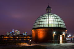 Greenwich fottunnel i London, England Arkivfoton