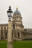 Greenwich högskola med lampstolpen Royaltyfri Foto