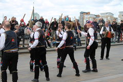 GREENWICH, LONDON, GROSSBRITANNIEN - 13. MÄRZ: Blackheath Morris Männer Tänzer Englisch Ostern am Sonntag, den 13. März 2016 in G Lizenzfreie Stockfotos