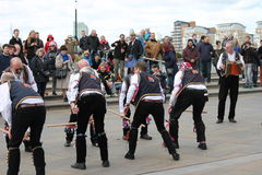 GREENWICH LONDON, UK - MARSCHERA 13TH: söndag för påsk för Blackheath Morris mandansare engelsk mars 13th, 2016 i Greenwich Londo Royaltyfri Fotografi