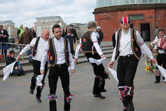 GREENWICH LONDON, UK - MARSCHERA 13TH: söndag för påsk för Blackheath Morris mandansare engelsk mars 13th, 2016 i Greenwich Londo Royaltyfria Bilder