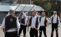 GREENWICH, LONDRES, REINO UNIDO - 13 DE MARÇO: Páscoa inglesa dos dançarinos dos homens de Blackheath Morris domingo 13 de março  Imagens de Stock Royalty Free