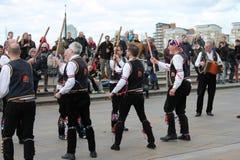 GREENWICH, LONDRES, REINO UNIDO - 13 DE MARÇO: Páscoa inglesa dos dançarinos dos homens de Blackheath Morris domingo 13 de março  Fotos de Stock Royalty Free