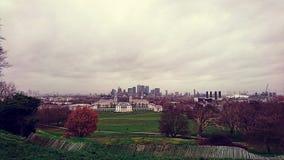 Greenwich-Observatoriumansicht über die Skyline von London lizenzfreies stockbild