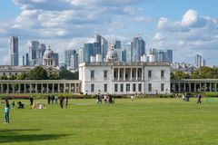 Free Greenwich Park With A View Of The Queen House And The Canary Wharf In London Royalty Free Stock Image - 157300726