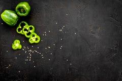 Greeny koktajli/lów składniki Sprawności fizycznej smoothie Pieprz na czarnej tło odgórnego widoku przestrzeni dla teksta Obrazy Stock