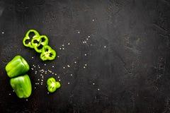 Greeny koktajli/lów składniki Sprawności fizycznej smoothie Pieprz na czarnej tło odgórnego widoku przestrzeni dla teksta Obrazy Royalty Free