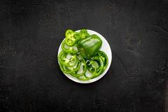 Greeny koktajli/lów składniki Sprawności fizycznej smoothie Pieprz na czarnej tło odgórnego widoku przestrzeni dla teksta Zdjęcia Stock