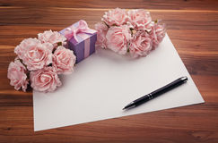 Greeting blank card with roses and gift Royalty Free Stock Photos