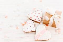 greeting lycklig s valentin för kortdag kakahjärtor och hantverkgif Royaltyfri Foto
