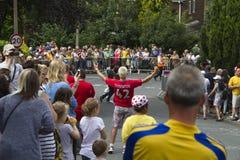 Greetland,英国, 7月06日:wainting为cy的人人群  免版税库存照片