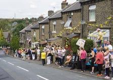 Greetland, Engeland, 06 juli: Menigte van mensen die voor CY wainting Stock Afbeelding