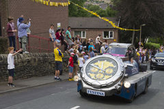 Greetland, Engeland, 06 juli: voertuigen tijdens het overgaan van p stock fotografie