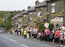 Greetland, Inglaterra, o 6 de julho: Multidão de povos que wainting para CY Imagem de Stock