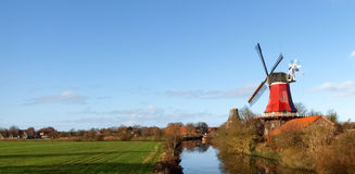 Greetsiel,传统风车 库存图片
