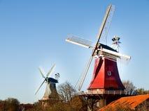 Greetsiel, traditionele Nederlandse Windmolen Stock Afbeeldingen