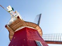 Greetsiel, traditionele Nederlandse Windmolen Stock Fotografie