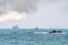 Greifen Sie amphibische Fahrzeuge von Südkorea-Segel entlang dem Meer während der Militärübung multinationalen Unternehmens des K stockfotografie
