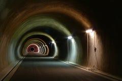 Greifen Sie auf Tunnel zurück Stockfotografie