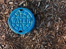 Greifen Sie zur Wasserversorgung zu Stockfotografie