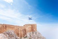Grek flaga na akropolu w Ateny, Grecja Obrazy Royalty Free