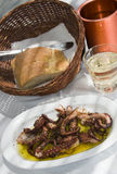 grek grillad taverna för öbläckfiskspecialty Royaltyfri Fotografi