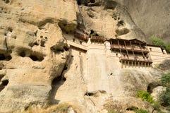 Grek. Kloster vaggar in Royaltyfri Foto