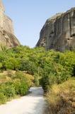 Grek. Vägen till kloster av vaggar Arkivfoto