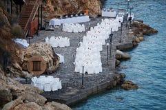 Greken seglar utmed kusten Arkivfoton