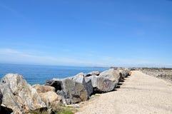 Greken seglar utmed kusten Royaltyfri Fotografi
