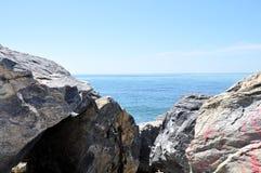 Greken seglar utmed kusten Arkivbild