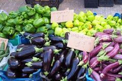Grekisk bondemarknad, ny jordbruksprodukter Arkivfoton