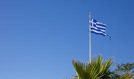 Grekisk flagga på den Kos ön Arkivbilder