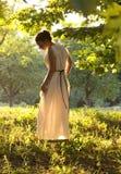 Grekisk flicka i den forntida klänningen Arkivbild