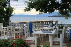 Grekisk krog på kusten av medelhavet Royaltyfria Foton