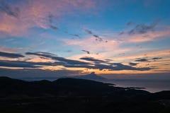 Grekisk kust av det aegean havet på soluppgång nära det heliga berget Athos Fotografering för Bildbyråer