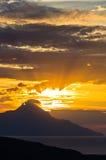 Grekisk kust av det aegean havet på soluppgång nära det heliga berget Athos Royaltyfri Bild