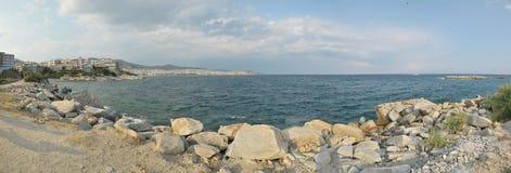 Grekisk kustpanorama Royaltyfria Bilder