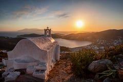 Grekisk kyrka på ön av Ios, Cyclades, Grekland arkivfoto