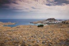 Grekisk by Lindos i Rhodes Royaltyfri Foto