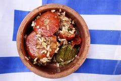 Grekisk mat Välfylld tomat med ris Fotografering för Bildbyråer