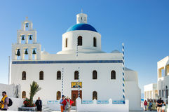 Grekisk ortodox kyrka för blå kupol royaltyfri fotografi
