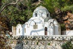 Grekisk ortodox kyrka i den Poros ön Royaltyfri Foto