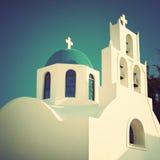 Grekisk ortodox kyrka i Santorini tappning för stil för illustrationlilja röd Arkivfoton