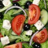 Grekisk sallad för bakgrund med tomater, Feta och oliv Royaltyfri Fotografi