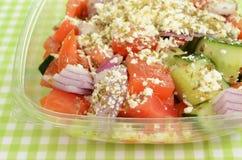 Grekisk sallad som går Arkivfoto